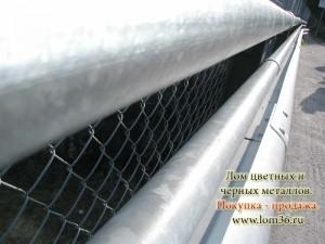 стальная сетка с металлическими трубами